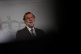 Rajoy asume la presidencia de la Generalitat y sus ministros el resto de las carteras