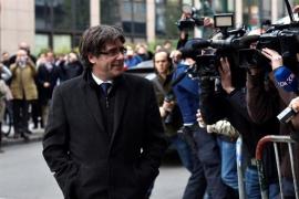 El abogado belga de Puigdemont dice que mañana no irá a la Audiencia Nacional y propone que declare en Bélgica