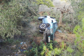 Tres personas heridas en una aparatosa salida de vía en Sant Mateu
