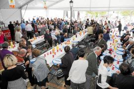 Sant Carles celebra la vida con sus vecinos más veteranos
