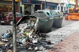 Queman seis contenedores de Vila en una accidentada noche de Halloween
