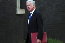 Fallon dimite como ministro de Defensa británico arrastrado por la ola de escándalos sexuales