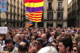 """Centenares de personas protestan ante la Generalitat contra """"la persecución judicial"""""""