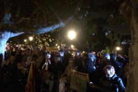 Miles de personas se manifiestan ante el Parlament contra el encarcelamiento del Govern cesado