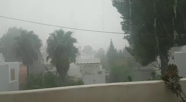 Intensa lluvia y granizo durante 45 minutos en Ibiza