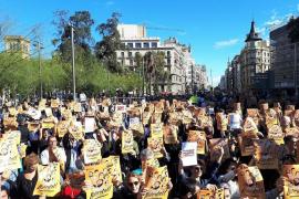 La plaza Universitat de Barcelona se llena bajo el lema 'Libertad presos políticos'