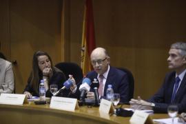"""Montoro afirma que Hacienda investigará de oficio a los españoles que aparezcan en los 'Papeles del Paraíso"""""""