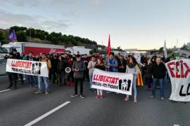 Carreteras y vías de tren cortadas en la jornada de huelga en Cataluña