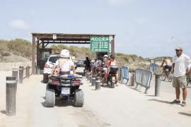 Durante la temporada accedieron 541 coches y 922 motos al día a ses Salines de Formentera