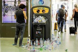 Las trabajadoras de limpieza del aeropuerto de Ibiza no han cobrado aún del FOGASA