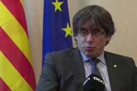 """Puigdemont pide a la UE que """"deje de mirar hacia otro lado"""" en la crisis catalana"""