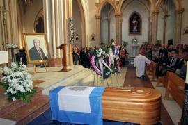 Cientos de malagueños dan el último adiós a Chiquito de la Calzada en su barrio natal