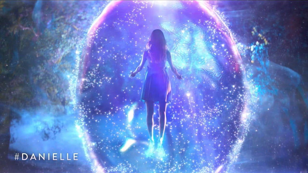 Amenábar desvela el secreto del anuncio de la Lotería de Navidad: amor con extraterrestre
