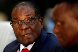 """El Ejército asegura que actúa contra """"criminales"""" y niega un golpe de Estado militar contra Mugabe"""