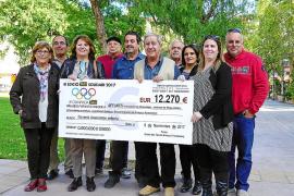 La Asociación de Fibromialgia recibe los 12.270 € recaudados en el III Taxi Solidari