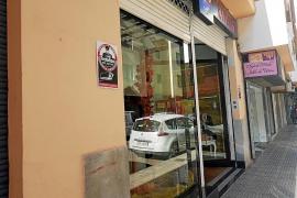 Dos encapuchados armados con pistolas asaltan una boutique en pleno centro de Vila