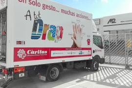 Cáritas incorpora un camión para la recogida de «toneladas» de ropa en Ibiza