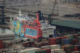 El 'barco de Piolín' abandona el puerto de Barcelona