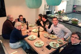 Carles Puigdemont y sus exconsellers cenaron con un nacionalista flamenco antes de la vista sobre sus euroórdenes