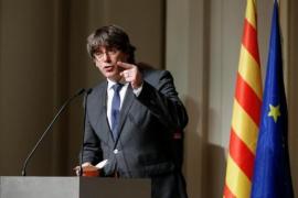 Puigdemont se presenta con exconsellers e independientes en su candidatura de JuntsxCat