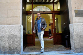 La policía recoge en Turisme el expediente tramitado a Cursach
