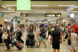 Las aerolíneas apoyan la petición del Govern de prohibir el alcohol en los vuelos