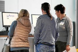 La administración electrónica y la falta de personal provocan largas esperas en el registro de entrada del Consell d'Eivissa