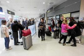 Sale más barato venir de vacaciones a Ibiza en Navidad que a los residentes salir de la isla