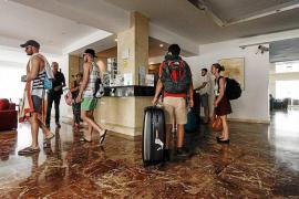 Los hoteleros confirman que la temporada se cierra con una caída de la ocupación casi del 2%