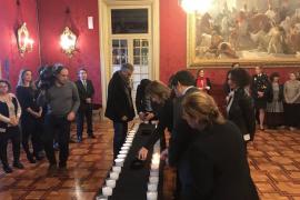 El Parlament enciende 44 velas por las víctimas de la violencia machista en 2017