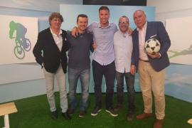 Sabor agridulce en fútbol y estreno en waterpolo