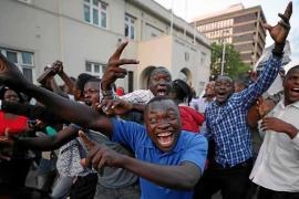 Mugabe cede a las presiones del Ejército y dimite