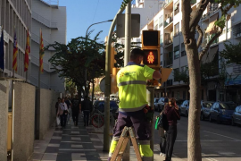 Los técnicos ya empiezan a instalar los semáforos paritarios en Vila