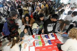Un millar de alumnos ibicencos despejan sus dudas formativas en el University Day