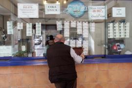 Las administraciones venden a buen ritmo los décimos de la lotería de Navidad