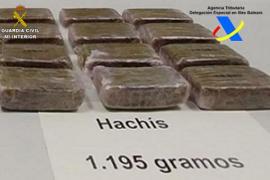 Detenido un joven de 21 años cuando iba a recoger un paquete con 1,2 kilos de hachís en Ibiza