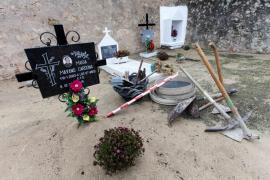 Empieza la exhumación en Sant Ferran. (Fotos: Dani Espinosa)