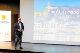 Sarasola: «No puede ser que tengamos 400 vuelos 'low cost' cada día en Ibiza»