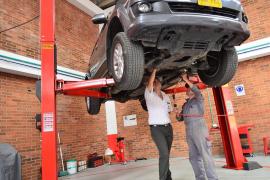 Aprende a arreglar un coche por ti mismo con estos 3 requisitos fundamentales