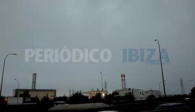 Sant Antoni cancela el encendido de las luces de Navidad por el temporal de lluvia y viento