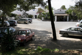 Sorprendida una pareja que habitaba una casa ajena en el Club Cala Llenya