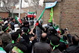 Grupos afines al régimen iraní atacan embajadas europeas en Teherán