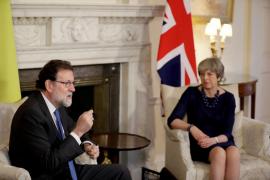 """Rajoy agradece a May su apoyo en Cataluña: """"Sin respeto a la ley no hay democracia, sino vuelta al peor pasado"""""""