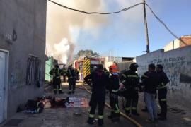 Más de 80 desalojados por un incendio en las chabolas de la Cañada Real de Madrid