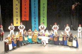 Sa Colla de Sant Rafel actuó en una muestra de danzas tradicionales en Villajoyosa