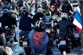 Más de un millón de franceses despiden a Johnny Hallyday al paso de su féretro blanco por los Campos Elíseos