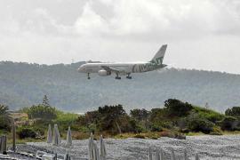 Aterrizaje de emergencia en Ibiza debido a una crisis cerebral sufrida por una pasajera de 74 años