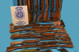 Intervienen un arsenal y varios explosivos en una casa de Jaén donde su morador murió por causas naturales