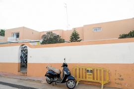 Sant Antoni ordena la demolición de las obras ilegales del chalé patera