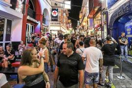 «Cerrar mi bar a las tres de la mañana no va a arreglar la situación que vive Sant Antoni»